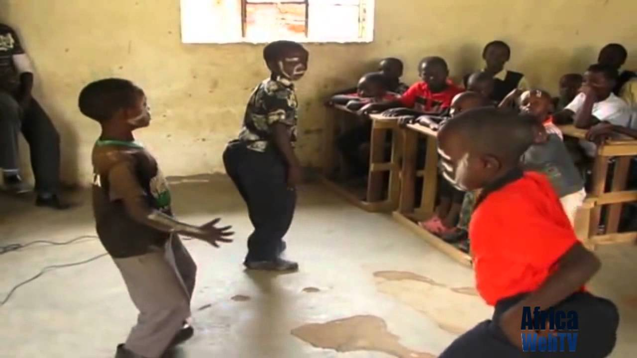 Funny Kenyan children dancing