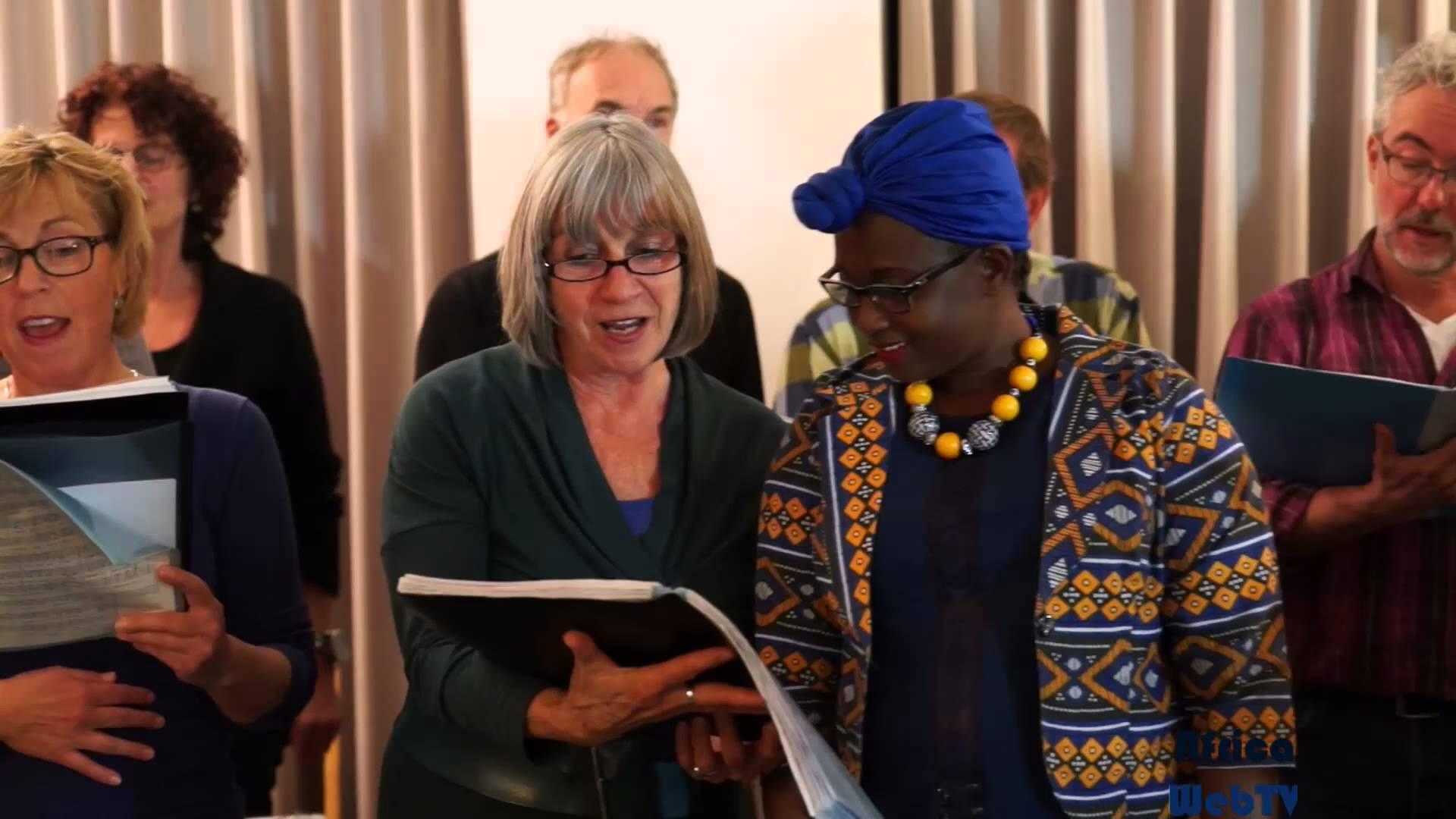 Eliane Nininahazwe – Fun with the choir!